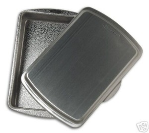 Doughmakers 9x13 Cake Pan with Lid